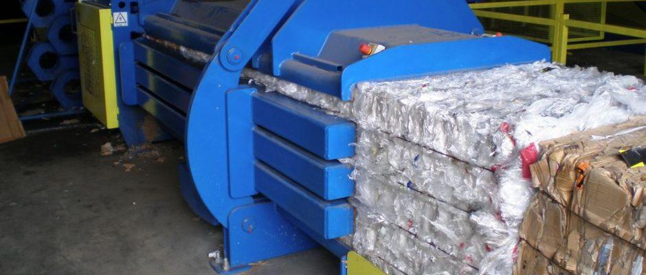 <b>Horizontālās preses</b> – efektīvs risinājums rūpniecības atkritumu daudzums pie